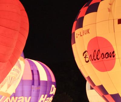 99 air balloons